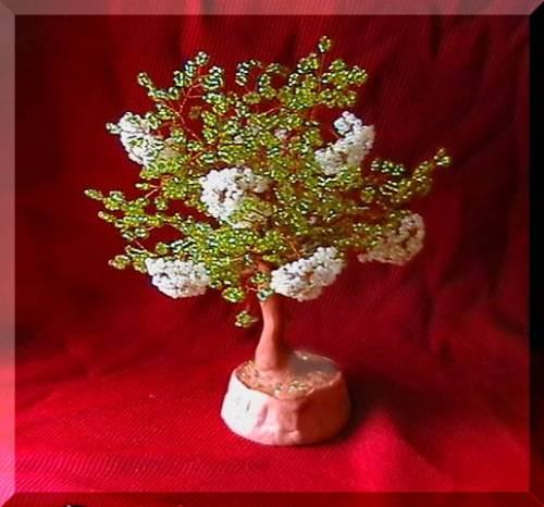 И в данном случае цветок бузины -это то белое великолепие, которое хочется повторить в бисере.  И это для нас сделала.